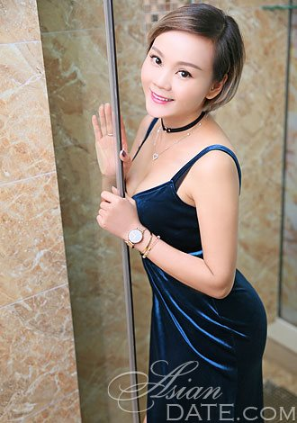 Luna pier asian single women
